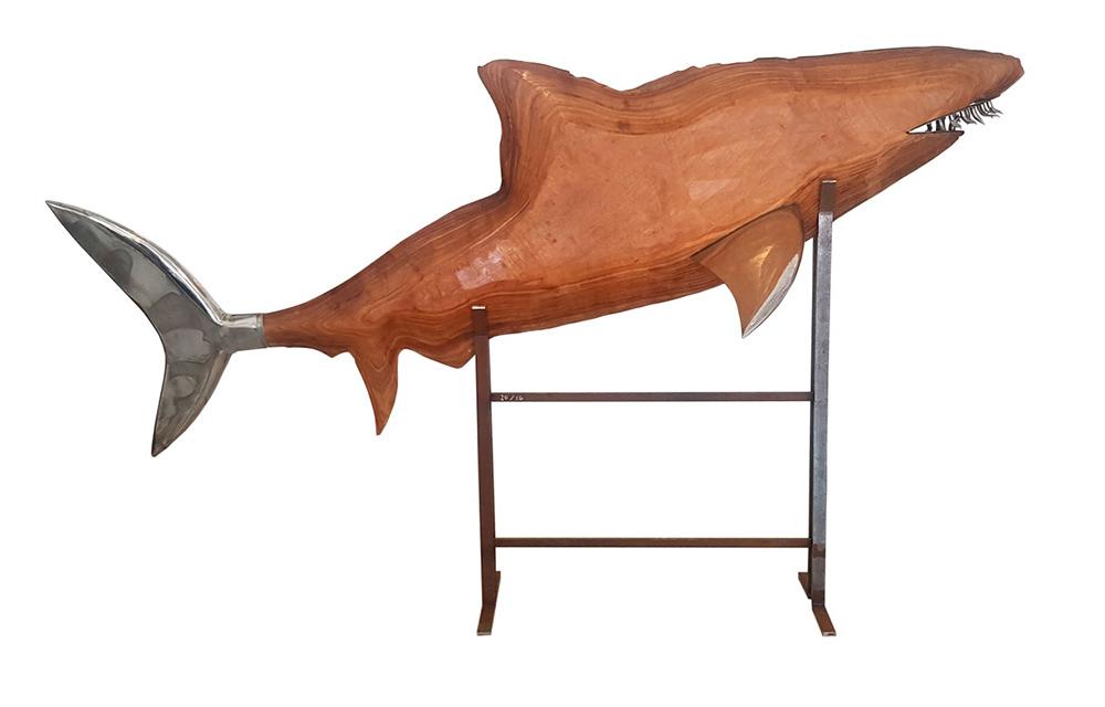 כריש, עץ, נירוסטה ומתכת על כן ברזל, )גובה/רוחב/עומק(, 1997
