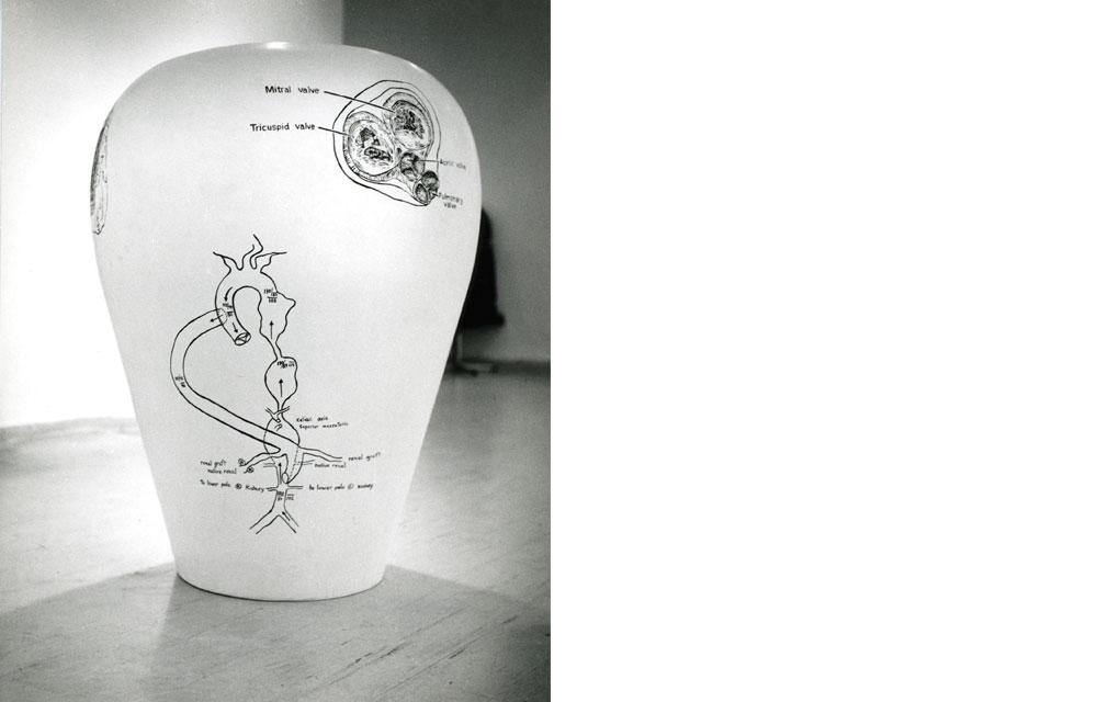 """דמוי-כד, 1989, צבעי שמן ולכה תעשייתית על פיברגלס, 116/88 ס""""מ"""