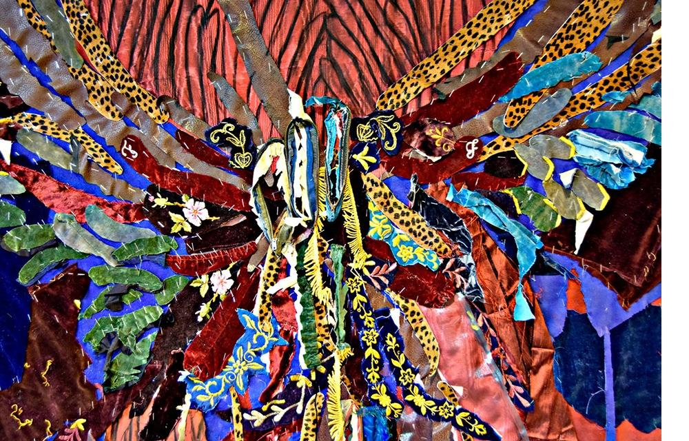 """קדוש, קדוש, קדוש , תיקי טלית, בד קטיפה ומשי, סיכות מהדק, 256/178 ס""""מ, 2019"""