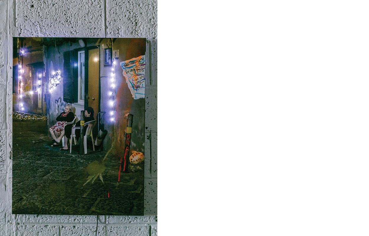 """החיים עוברים, הדפסת צילום וטכניקה מעורבת על בד/נייר, תאורת לד, 60/80 ס""""מ, 2018"""