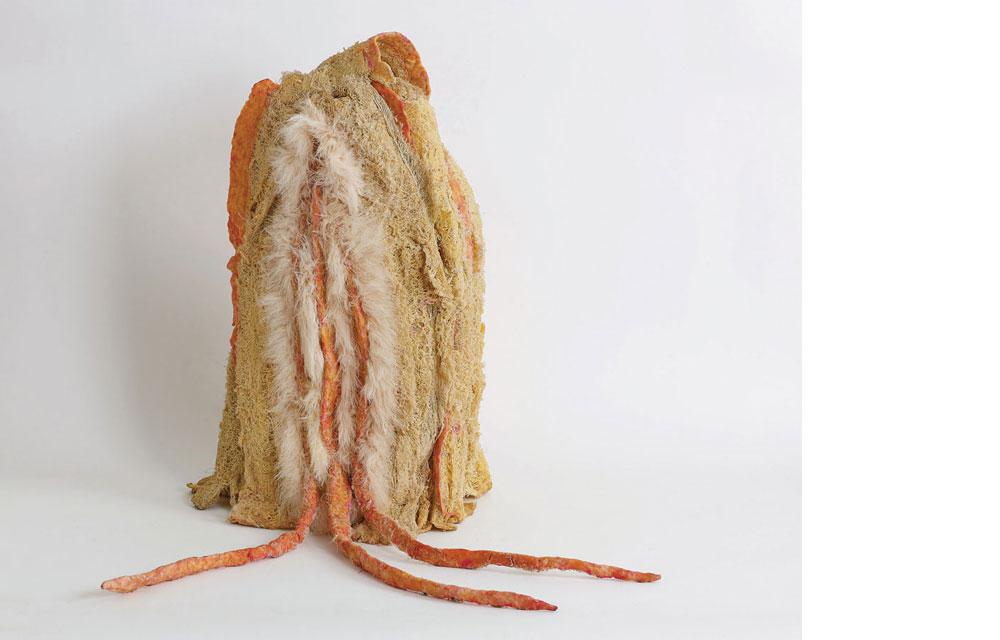 """ליפה 2 ליפה מטופלת, שעווה צבועה, חוטי תפירה ופרווה סינטטית, 70×40×50 ס""""מ, 2018"""